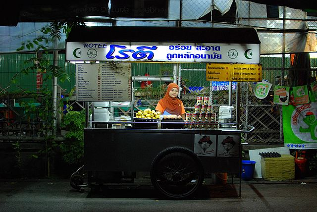 640px-Roti_kluai_khai_chiang_mai_03