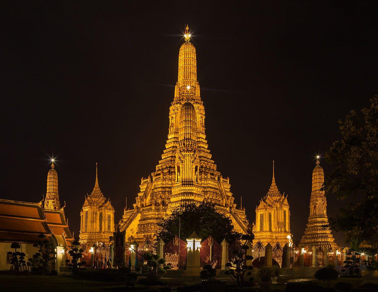 1280px-Templo_Wat_Arun,_Bangkok,_Tailandia,_2013-08-22,_DD_37
