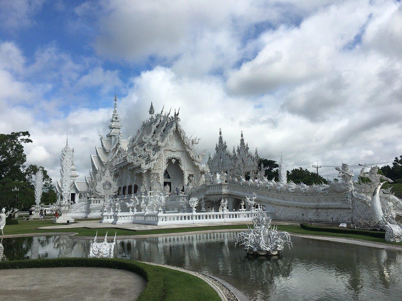 white-temple-2818418_1280
